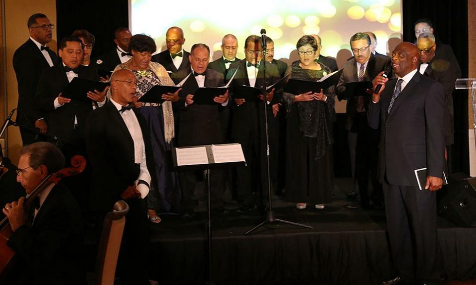 Inter-Ameerika divsjon tähistas divisjoni kauaaegse presidendi Israel Leito pühendunud tööd