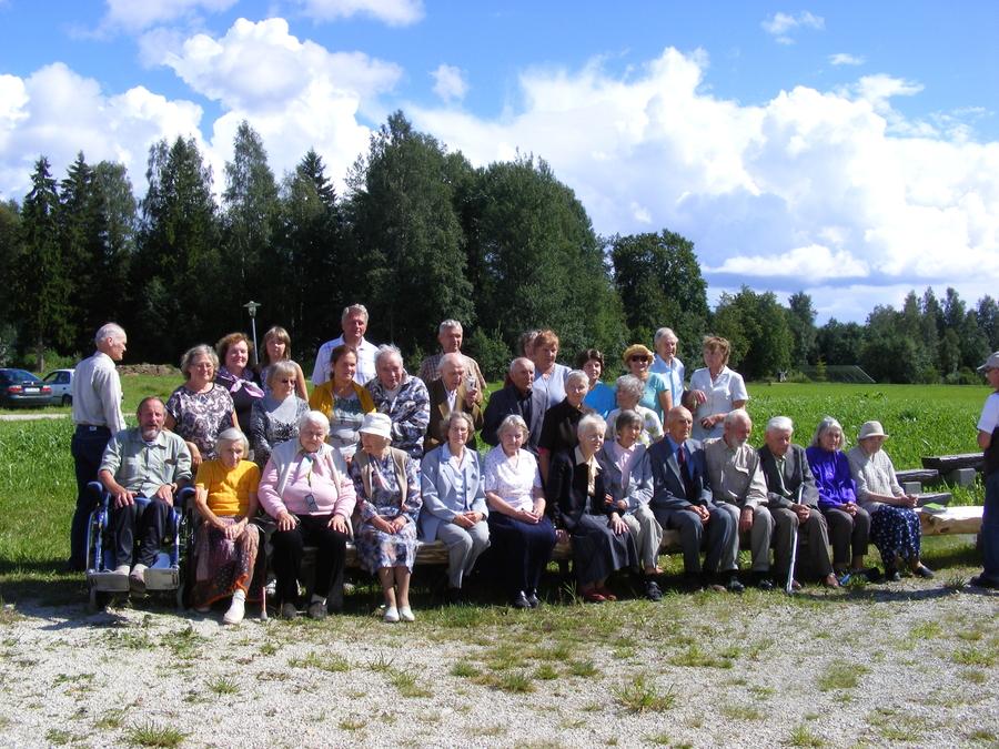 dscf1006  Kümnendas seenioride laagris uuriti koguduse ajalugu
